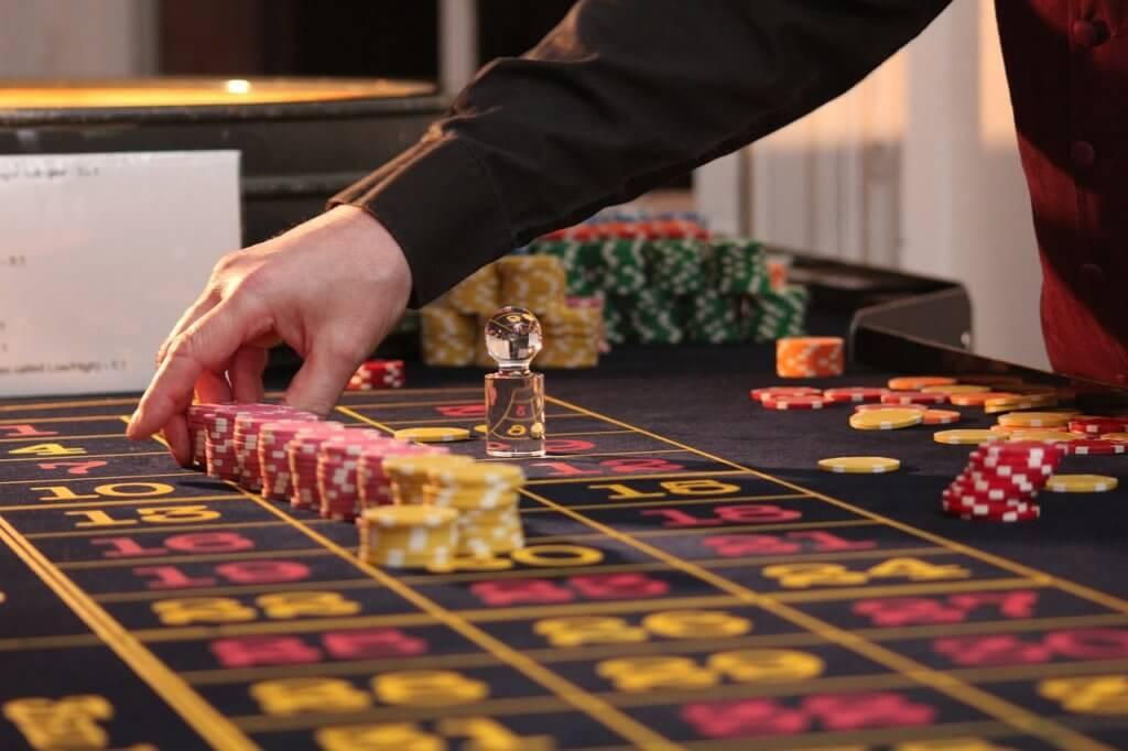 カジノボードのプレイ風景