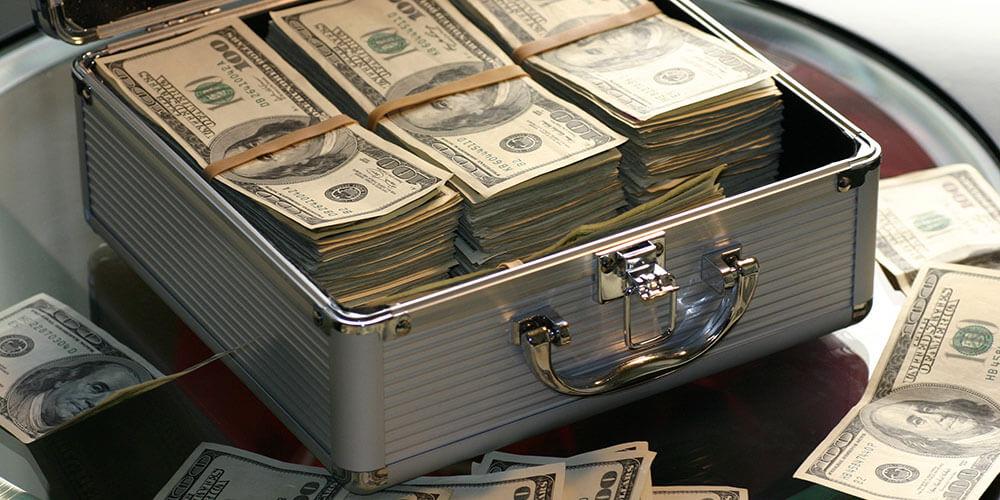 米ドル札が入ったケース